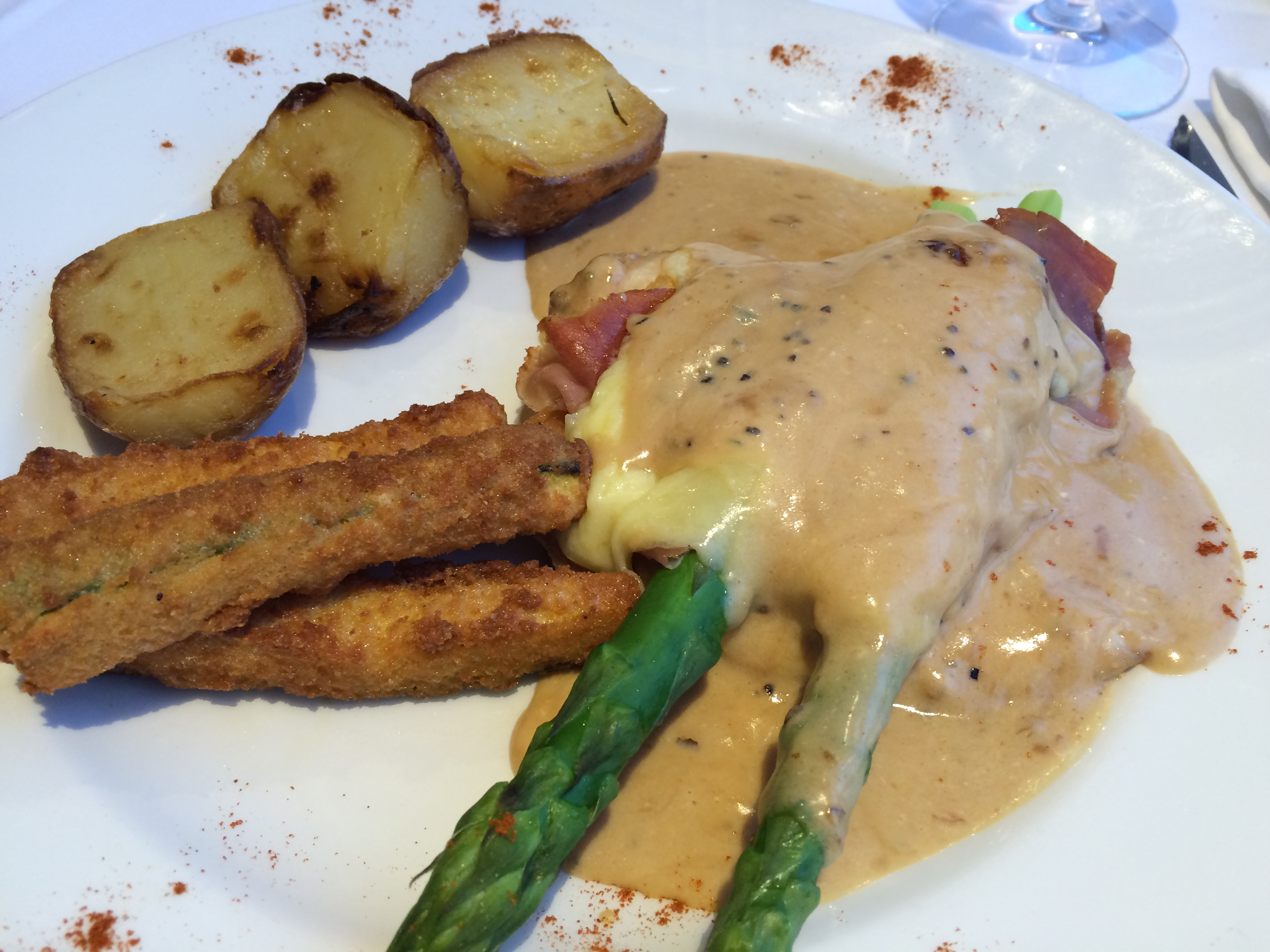 Chicken with asparagus and peppercorn sauce. Courgettes and oven potatoes.