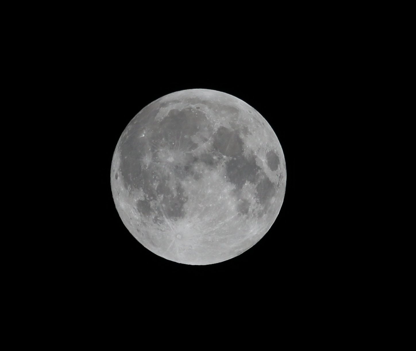 Supermoon 2015 UK Copyright Chris Bushe